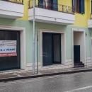 Cod.Hold112 - Ampi locali commerciali in via Barone Nisco