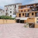 Cod.Hold135 - Ampio locale su due livelli con  parcheggio privato già adibito a palestra  - € 1.300