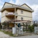 SAN MARTINO SANNITA - Cod.Hold.171 -  Intero fabbricato con due appartamenti, garage, depositi e ampio spazio esterno €uro 115.000 (PREZZO RIBASSATO)