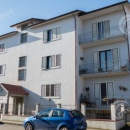 Cod.Hold.212 - Luminoso appartamento con sottotetto, cantina e posto auto scoperto € 350,00