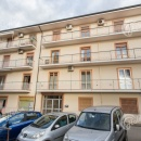 Cod.Hold.225 - Grazioso appartamento ristrutturato di tre vani e accessori - € 105.000