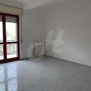 APICE - Cod.Hold.265 - Vari appartamenti in affitto di tre vani e accessori - € 300,00