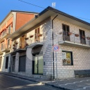 Cod.Hold.177 - Locale commerciale su due livelli - € 380,00