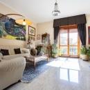 Cod.Hold.302 - Appartamento duplex in ottimo stato con affaccio su piazza De Gregorio - € 125.000