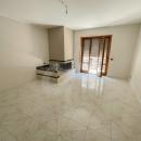 Cod.Hold.322 - Appartamento di quattro vani e accessori con vano sottotetto pluriuso e garage - € 500,00